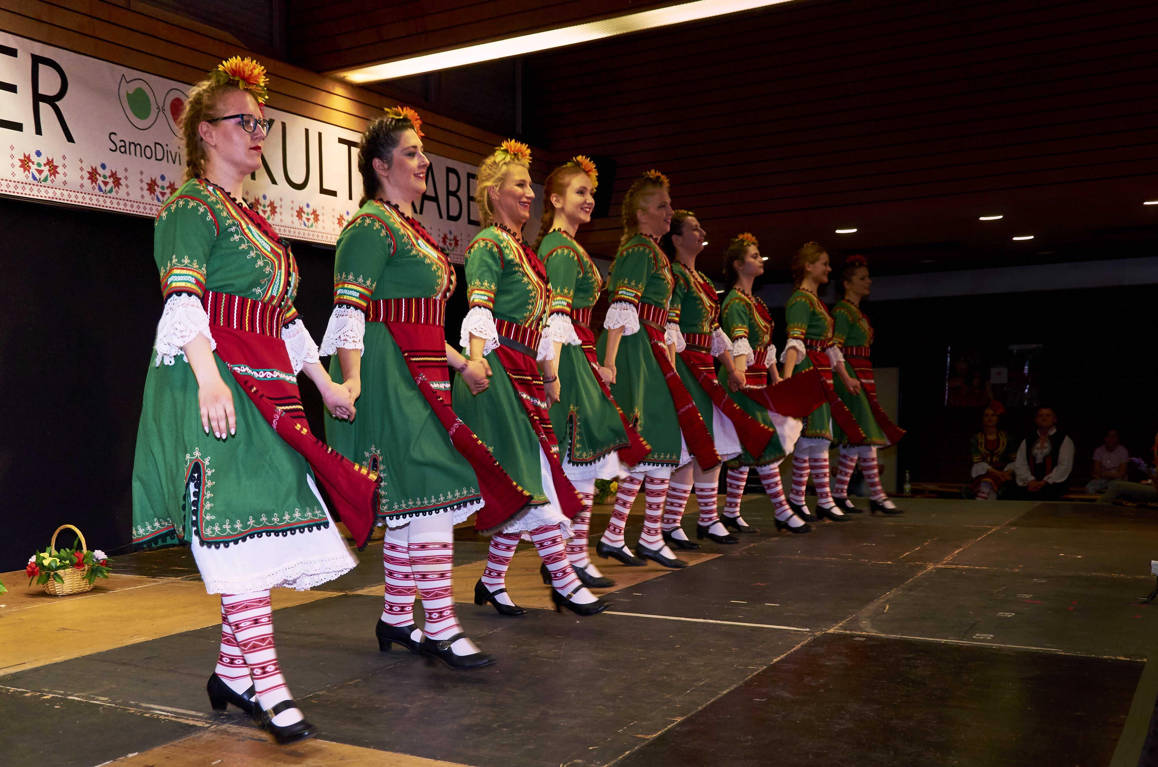 Българска културна вечер в Нюрнбергския регион снимка 1 дамско хоро