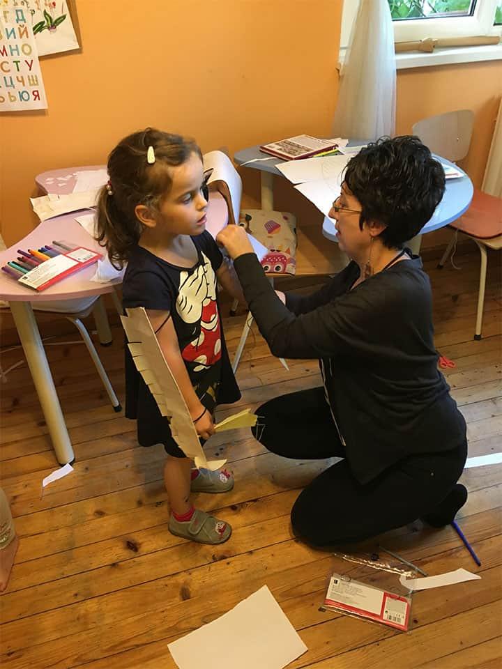 """обличане на приказен реквизит в детска програма """"Тинтири-Минтири"""""""