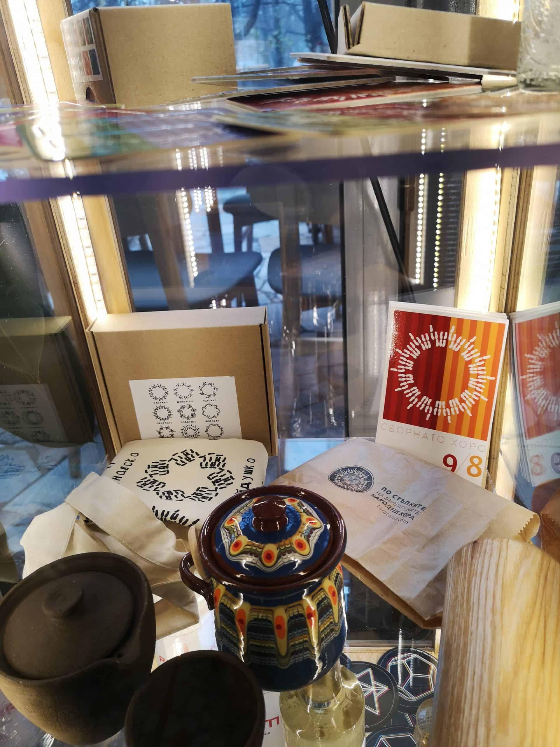 Витрина на Таратанци в бар Спутник