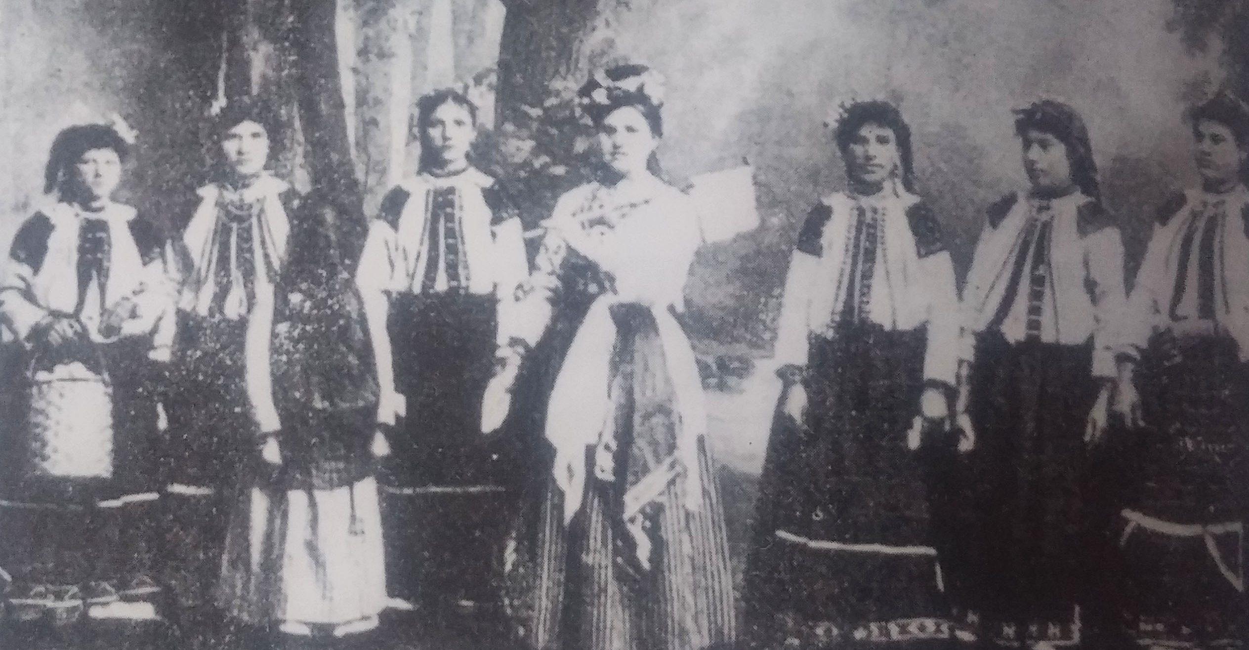 Булки по време на обичая Боенец
